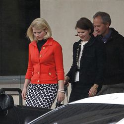 """Elizabeth, left, Lois and Ed Smart leave the Frank E. Moss Federal Courthouse in Salt Lake City after Elizabeth""""™s testimony."""