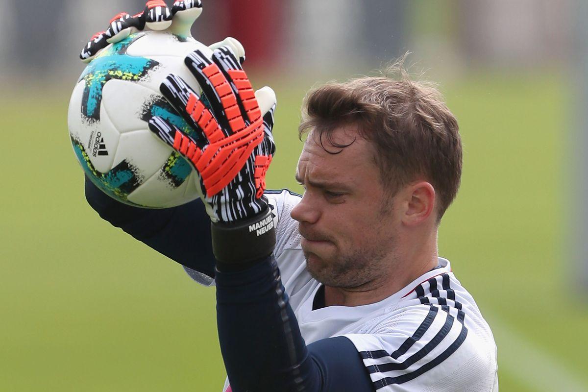 6ea3e2586 Injury update  Manuel Neuer suffering from bone marrow edema in his left  foot