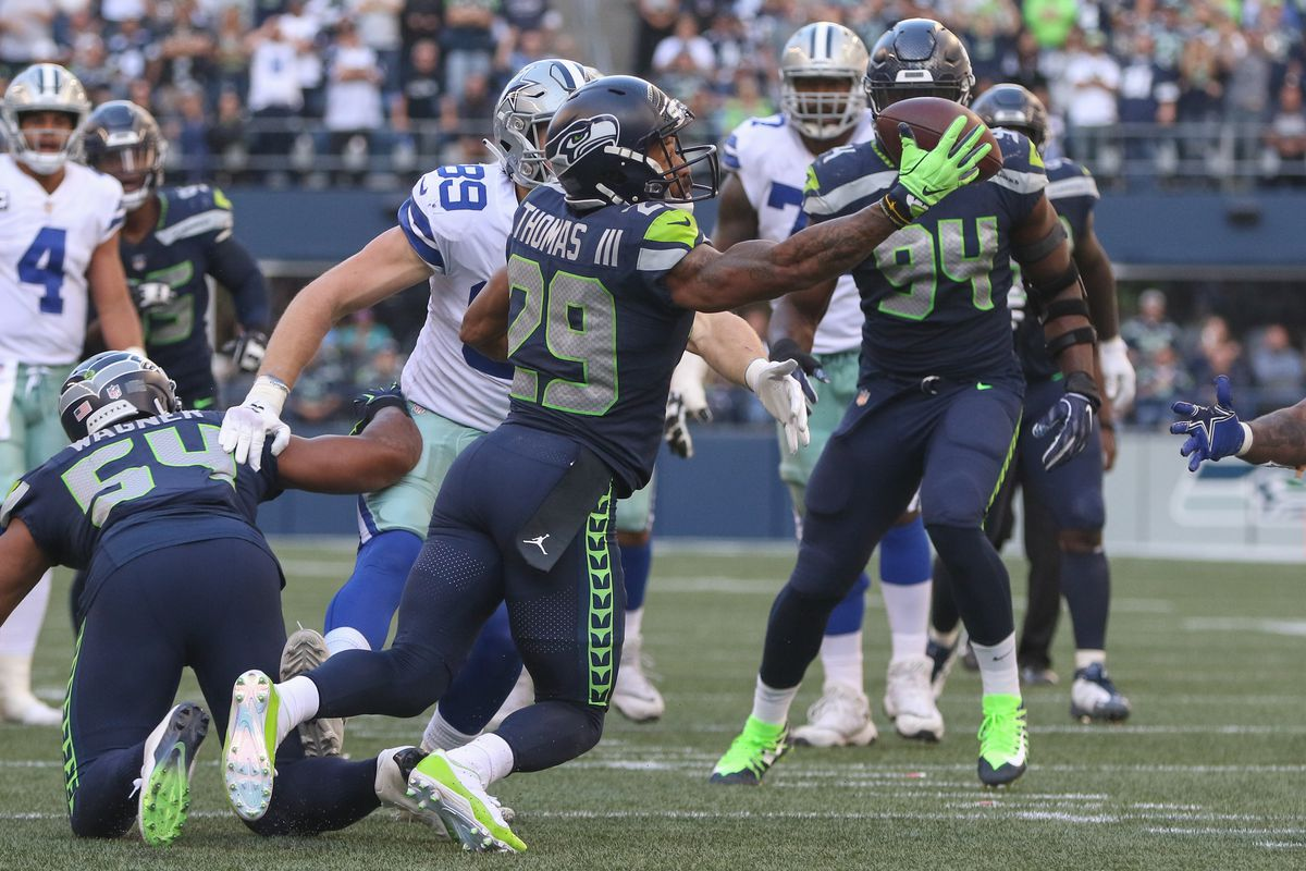 e12b63249a5 Cigar Thoughts, Game 3: Balanced offense, dominant Earl Thomas lead  Seahawks to win over Cowboys