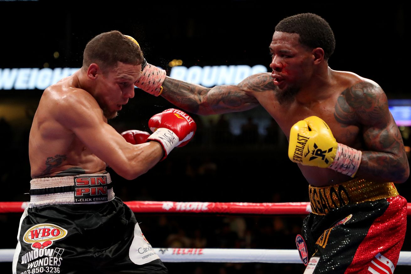 1147009394.jpg.5 - Roach outpoints Oquendo over 10 rounds