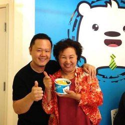 Jet Tila and Saipin Chutima at Kuma Snow Cream. Photo: Facebook