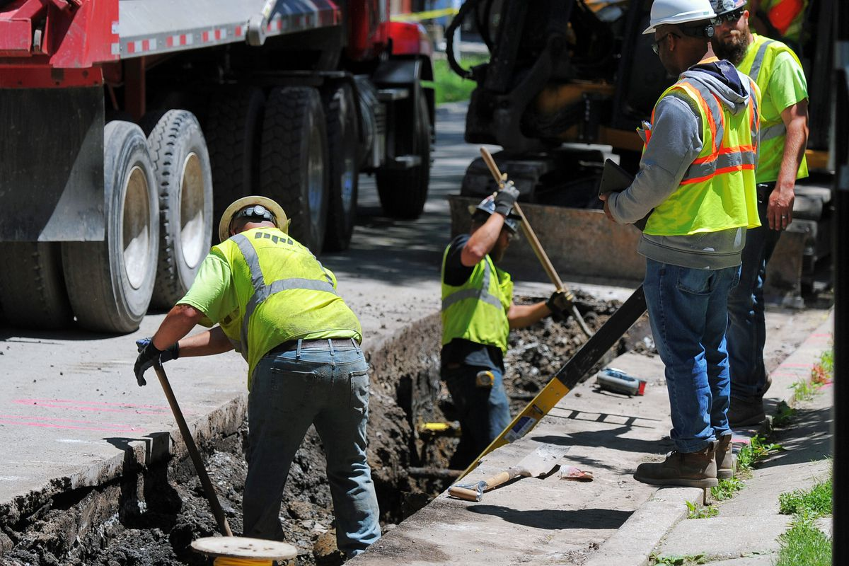 Peoples Gas workers installing a new natural gas pipe in Albany Park in 2019. The utility is replacing deteriorating gas pipes under a program that's scheduled to take until 2040 to complete.