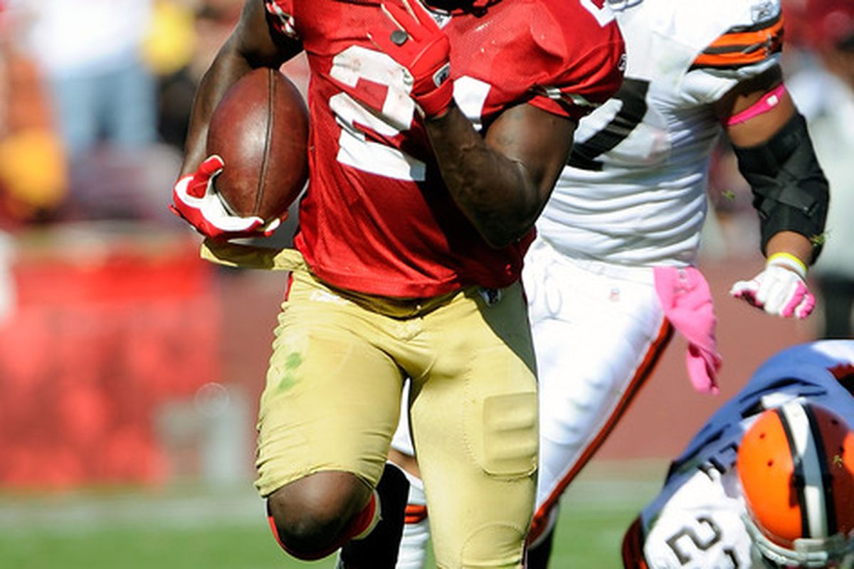 SAN FRANCISCO, CA - OCTOBER 30:  Frank Gore #21 breaks away for a twenty nine yard gain against the Cleveland Browns at Candlestick Park on October 30, 2011 in San Francisco, California.  (Photo by Thearon W. Henderson/Getty Images)