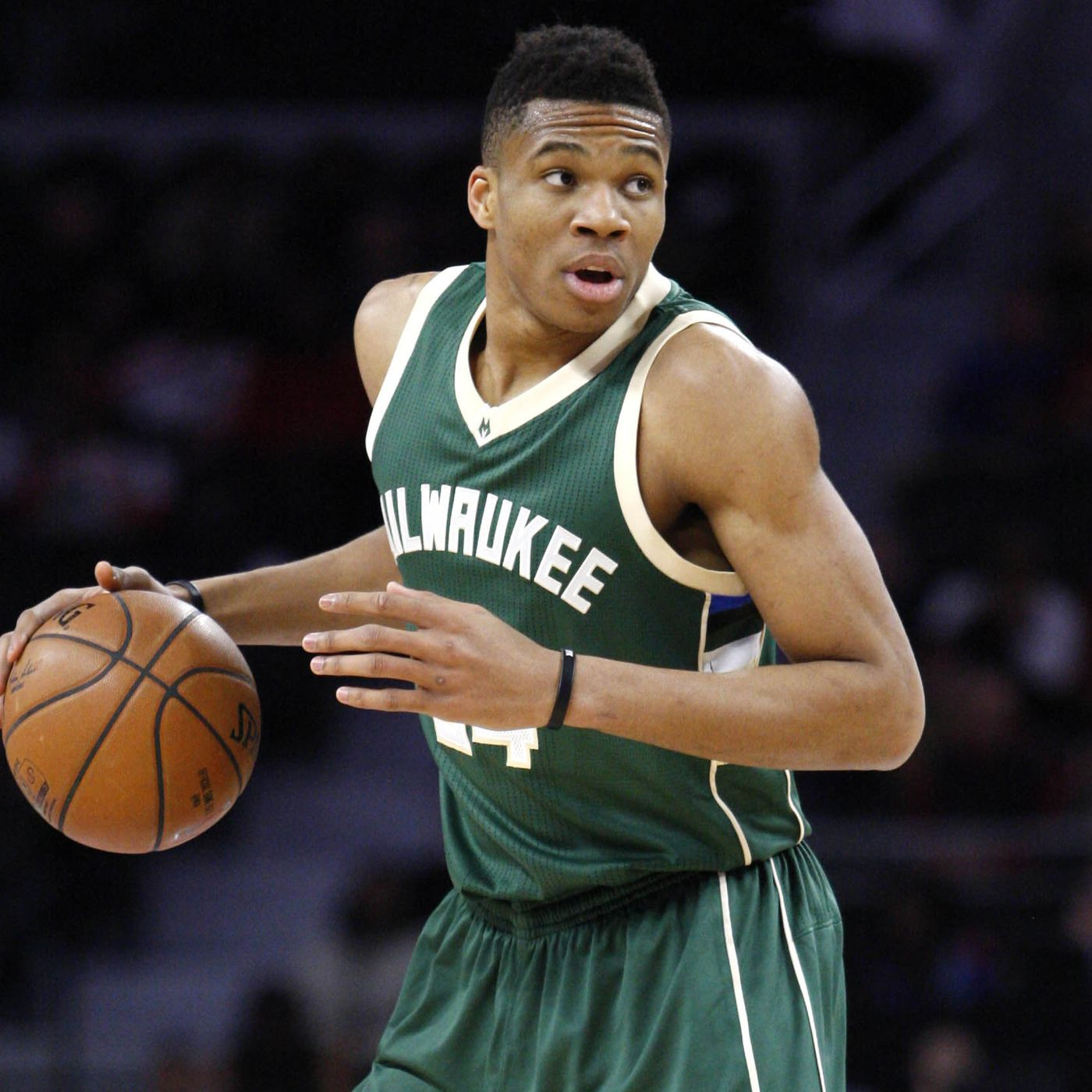 7192892f313 Bucks, Giannis Antetokounmpo agree to 4-year, $100 million contract  extension