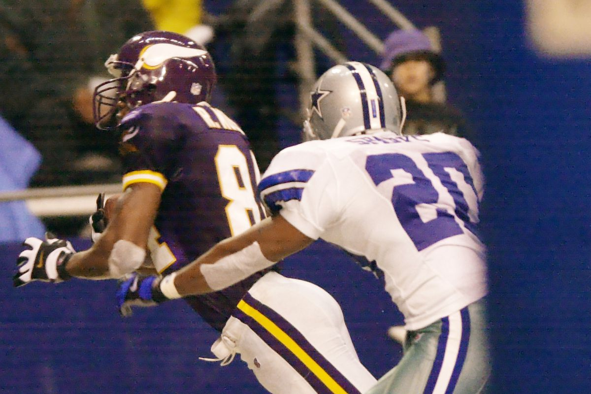 Irving Texas Thursday 11/23/00 Minnesota Vikings at Dallas Cowboys----Vikings Randy Moss pulls down a 3rd quarter touchdown catch over Dallas defender Phillippi Sparks on Thanksgiving at Texas Stadium(Photo By JERRY HOLT/Star Tribune via Getty Images)