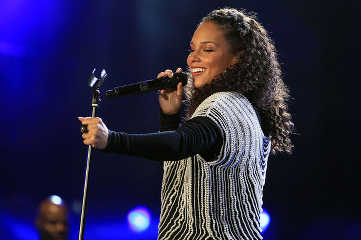 Video Alicia Keys Slow Sweet Super Bowl 47 National Anthem Sbnation Com