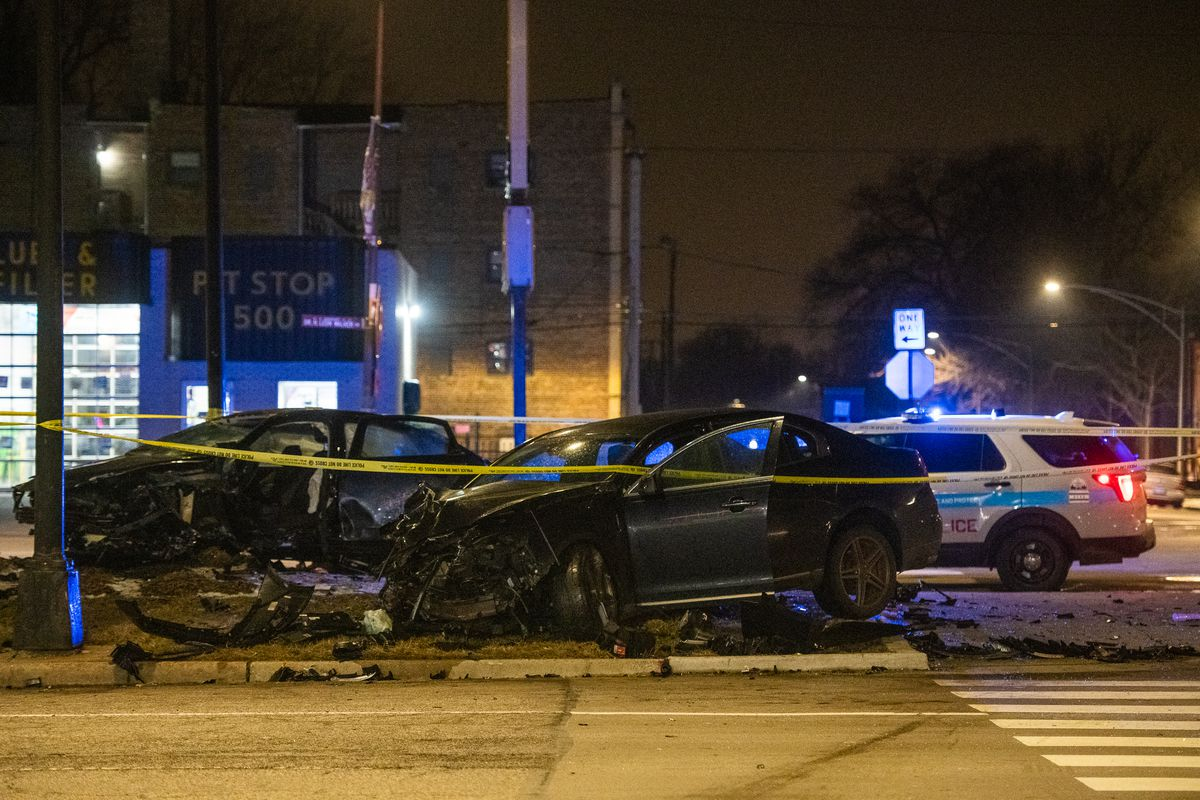 Chicago police investigate a vehicle crash Friday morning inthe 7000 block of South Stoney Island, in the South Shore neighborhood.   Tyler LaRiviere/Sun-Times