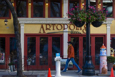 Chicago S Greektown Where To Eat Things To Do The History