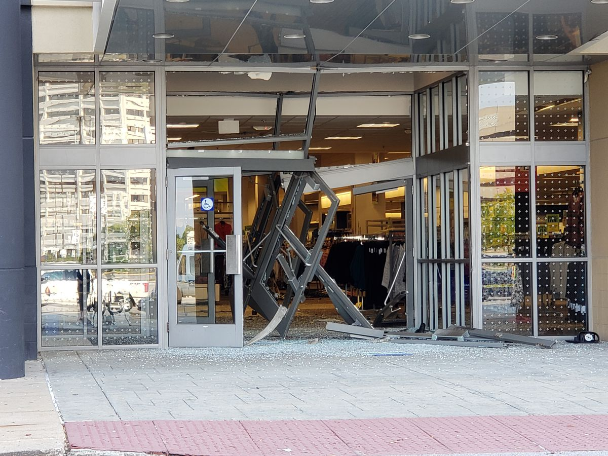Video shows SUV driving inside Woodfield Mall, crashing through displays