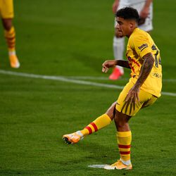 Coutinho slots home his penalty