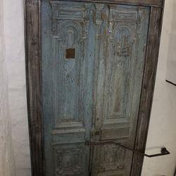 A decorative door at Poppy Den.