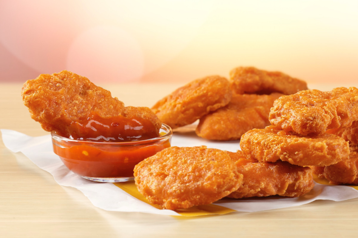 Chicken nuggets and a bowl of dipping sauce.