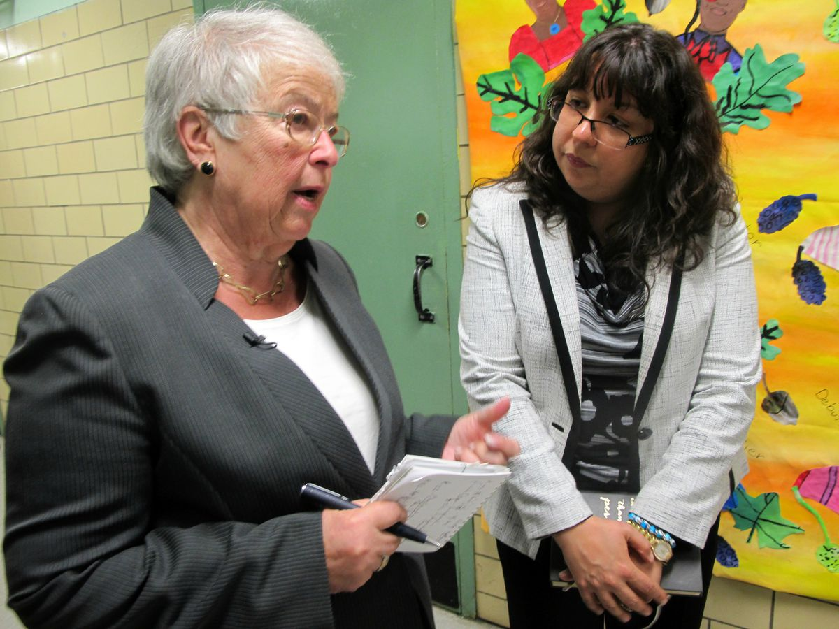Fariña offered P.S. 123 Principal Melitina Hernandez advice about how to get students to show up to school and how to weed out ineffective teachers.