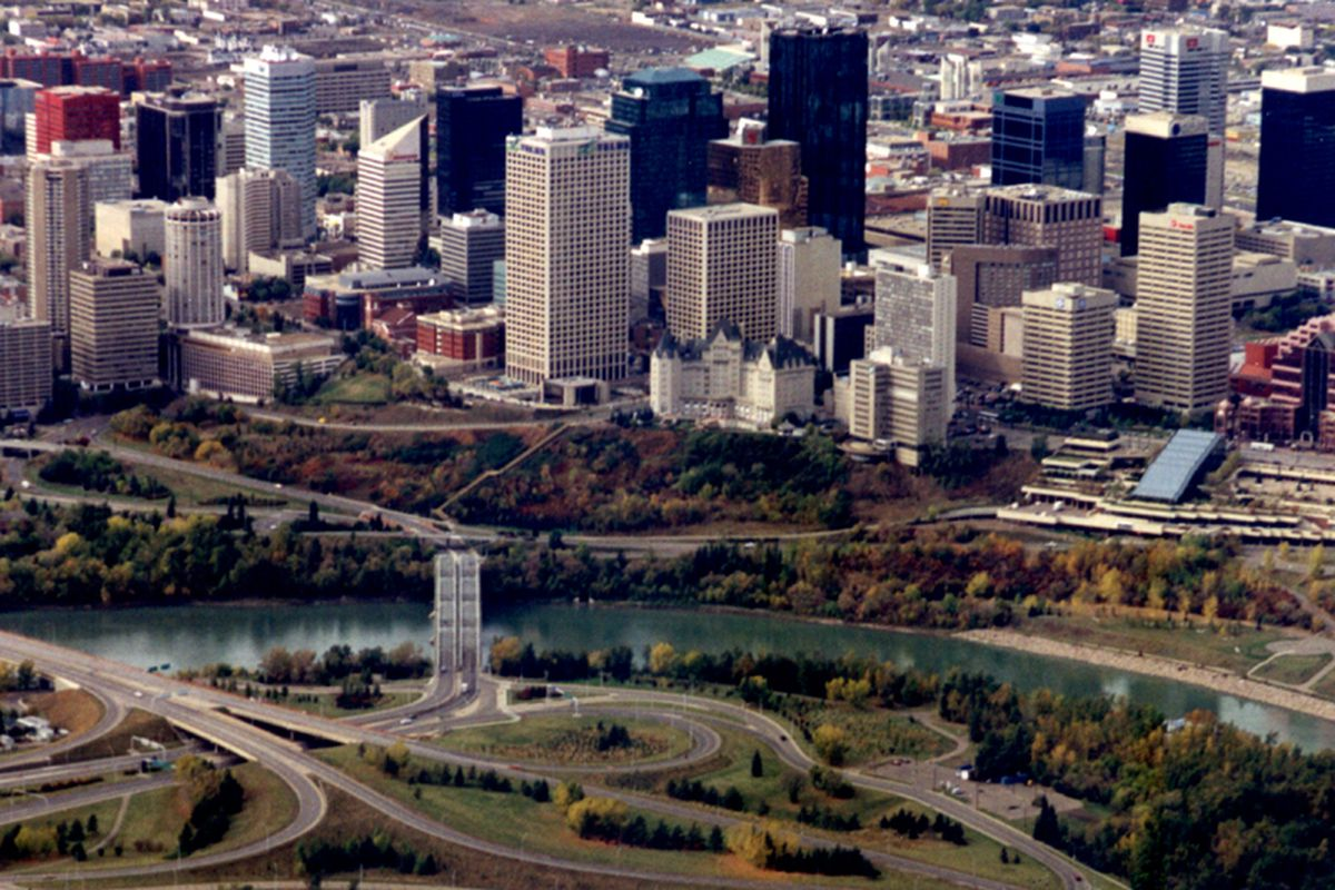 """<strong>Downtown Edmonton.</strong>  via <a href=""""http://upload.wikimedia.org/wikipedia/commons/9/93/DWEdmonton1.jpg"""">upload.wikimedia.org</a>"""