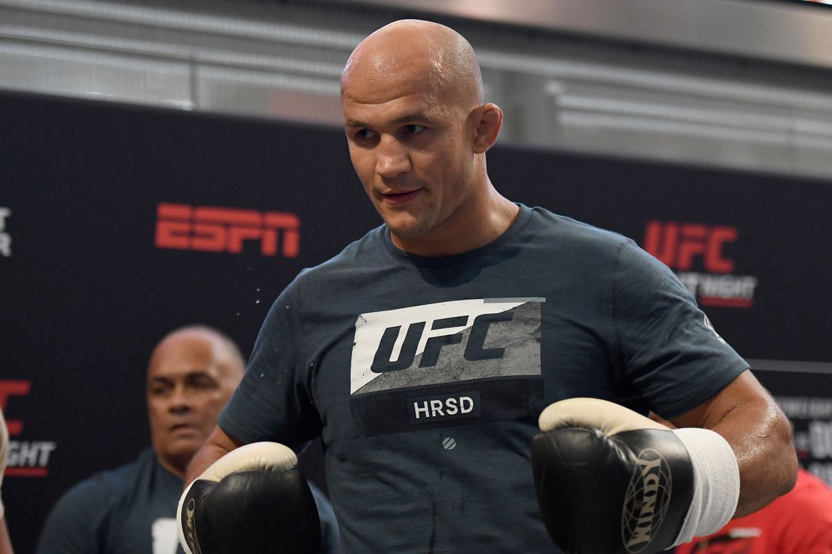 Junior dos Santos: Cormier-Miocic rematch 'doesn't make any sense', DC got 'lucky' in first fight