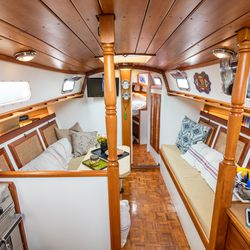 Touring the 200 square foot sailboat one new york couple for 200 sq ft deck