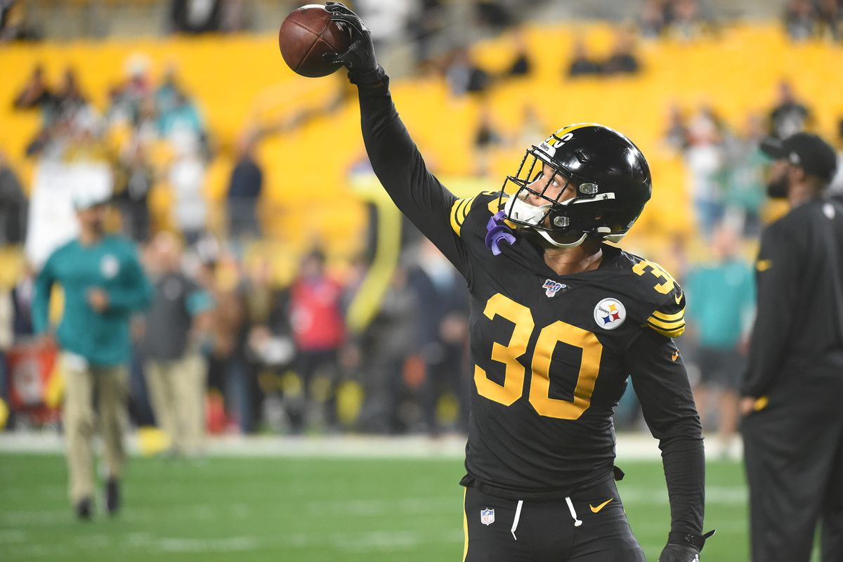 Pittsburgh Steelers running back James Conner makes a one handed catch before game against the Miami Dolphins at Heinz Field.