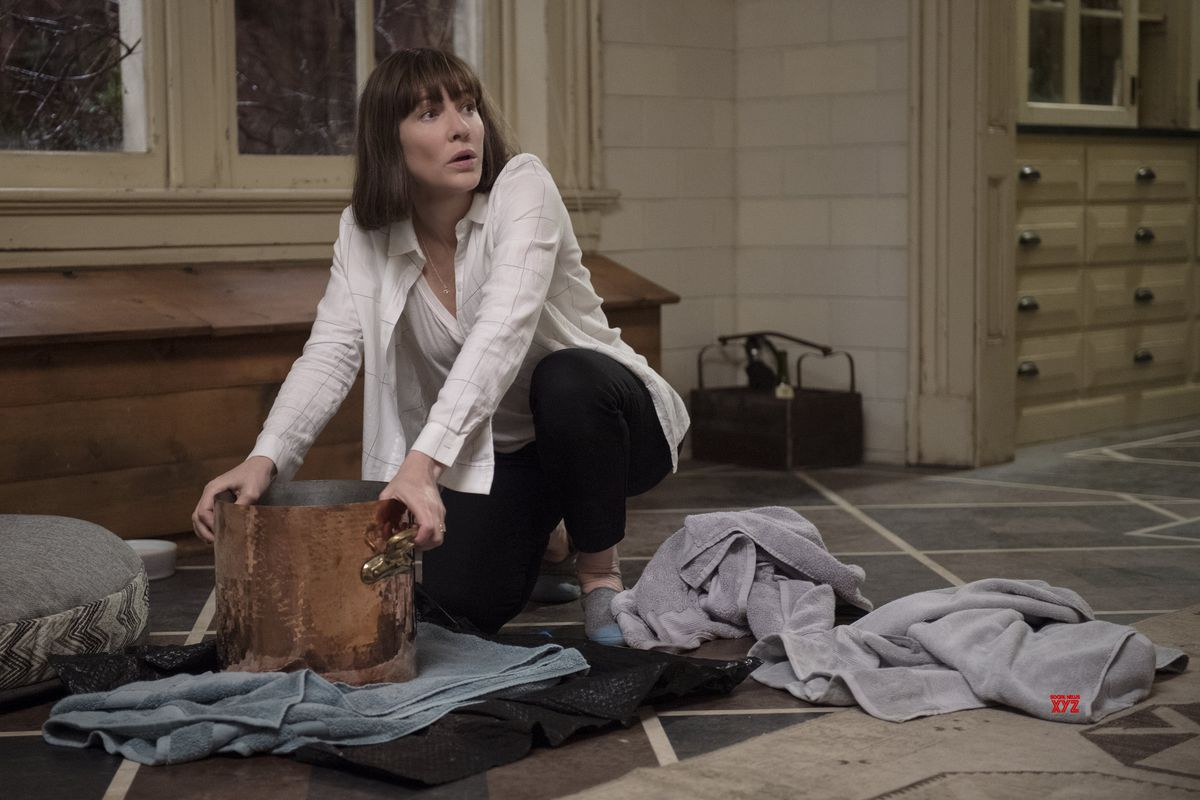 Cate Blanchett with a large pot in Where'd You Go, Bernadette