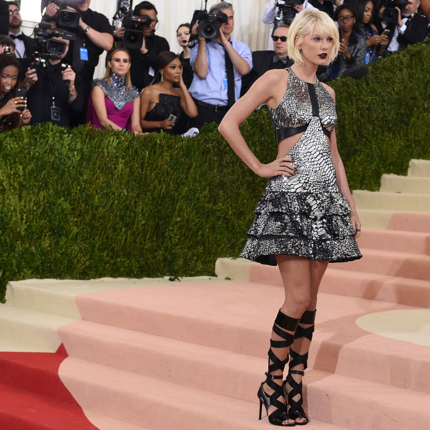 27585dc7fa8a5 Met Gala Red Carpet: Every Look from the Biggest Night in Fashion - Racked