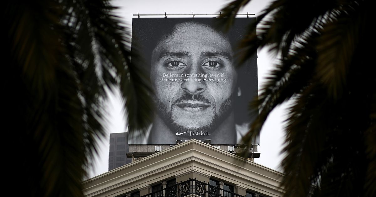 "ajuste clásico Donde comprar sombras de Nike's Colin Kaepernick ad and the history of ""commodity activism"" - Vox"