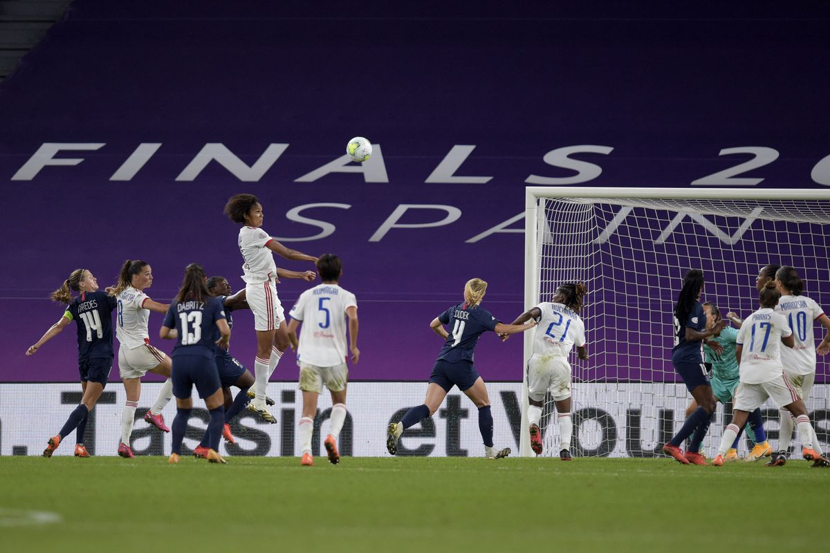 Paris Saint-Germain v Olympique Lyonnais - UEFA Women's Champions League Semi Final