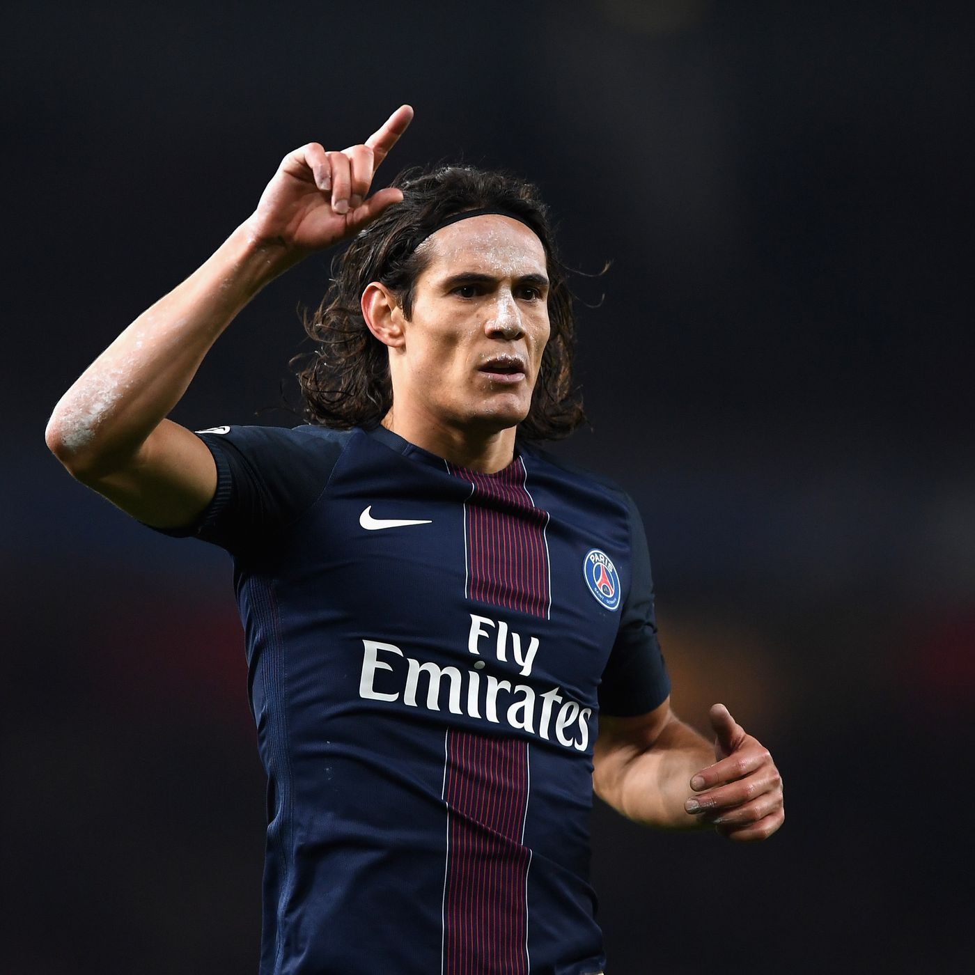 Edinson Cavani Frustrates But He Can Fire Psg Past Barcelona Sbnation Com