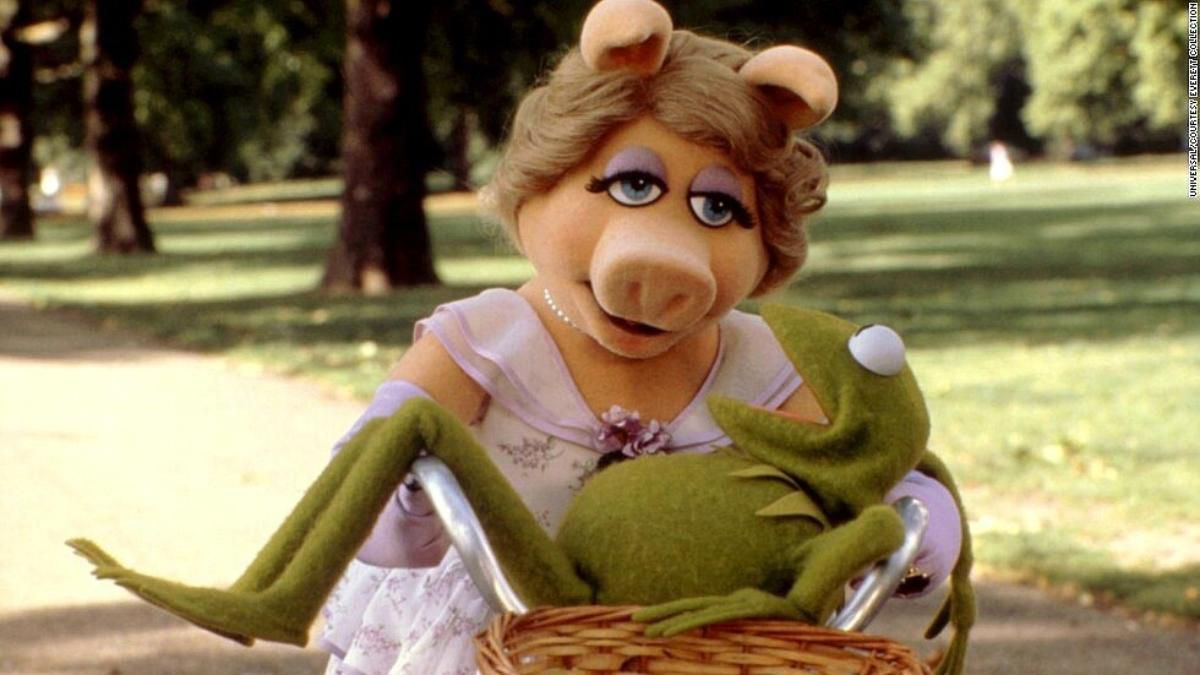piggy and kermit ride a bike in the great muppet caper