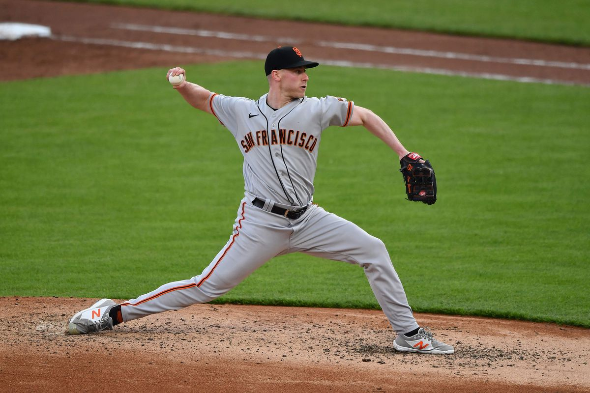 Anthony DeSclafani #26 of the San Francisco Giants pitches against the Cincinnati Reds at Great American Ball Park on May 18, 2021 in Cincinnati, Ohio.