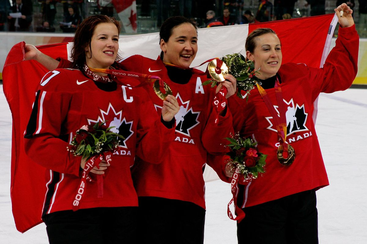 (L-R) Cassie Campbell-Pascall, Vicky Sunohara, both HHoF eligible, with Jayna Hefford, eligible in 2017.