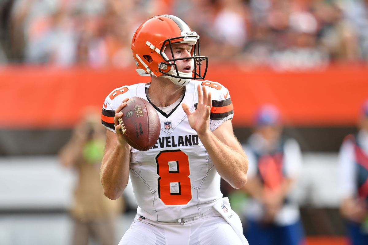 QB swap: Browns replace rookie Kizer with Hogan as starter