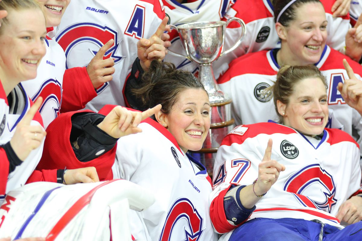 Charline Labonté with the Clarkson Cup and her Canadiennes teammates