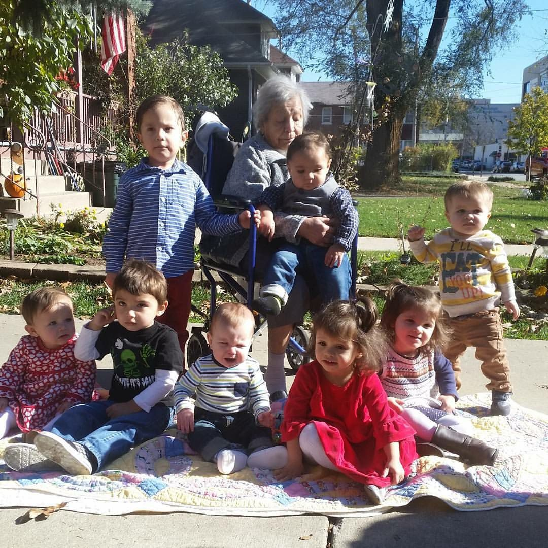 Josefina Mendoza de Sanchez with her eight great-grandchildren. | family photo