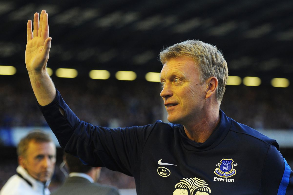 LIVERPOOL, ENGLAND - AUGUST 20:  Everton Manager David Moyes waves prior to the Barclays Premier League match between Everton and Manchester United at Goodison Park on August 20, 2012 in Liverpool, England.  (Photo by Michael Regan/Getty Images)