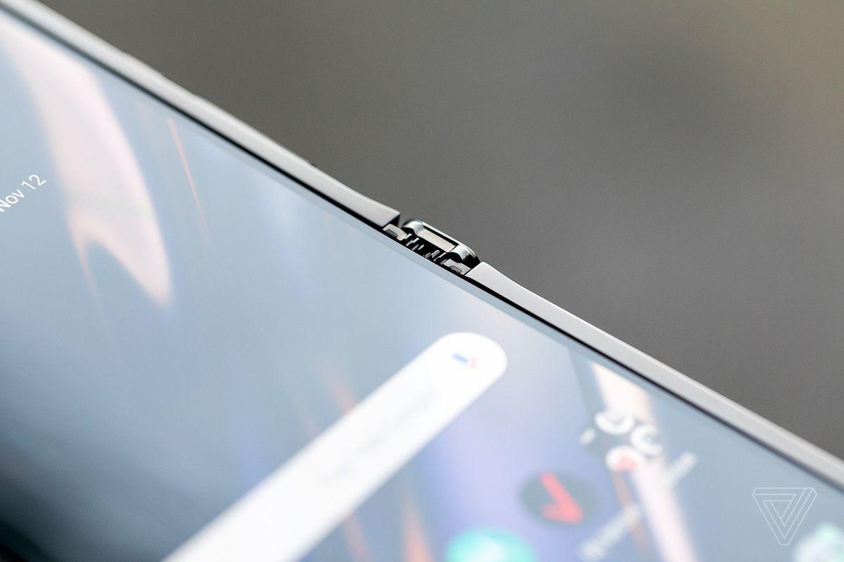Motorola Razr chính thức được hồi sinh với hình hài của một chiếc smartphone Android màn hình gập, giá 1.500 USD - Ảnh 5.