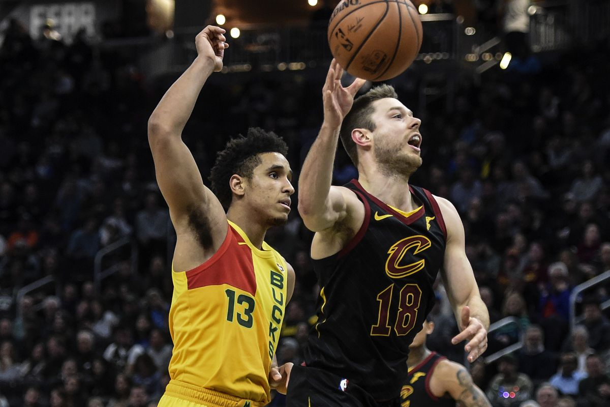 9c2ed11a099 Milwaukee Bucks vs. Cleveland Cavaliers Preview: Getting Back on Track on  the Road