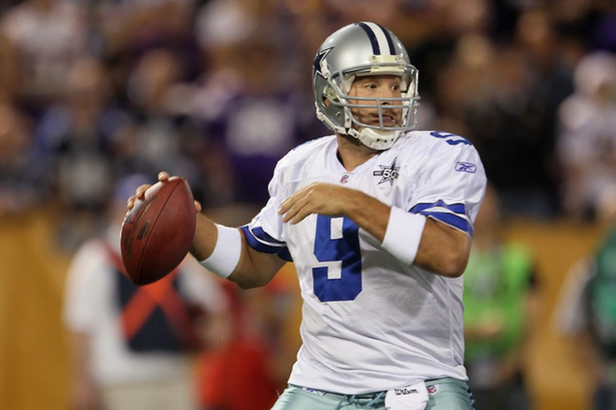 MINNEAPOLIS - OCTOBER 17:  Quarterback Tony Romo #9 of the Dallas Cowboys drops back to pass in the first quarter against the Minnesota Vikings at Mall of America Field on October 17 2010 in Minneapolis Minnesota.  (Photo by Jeff Gross/Getty Images)