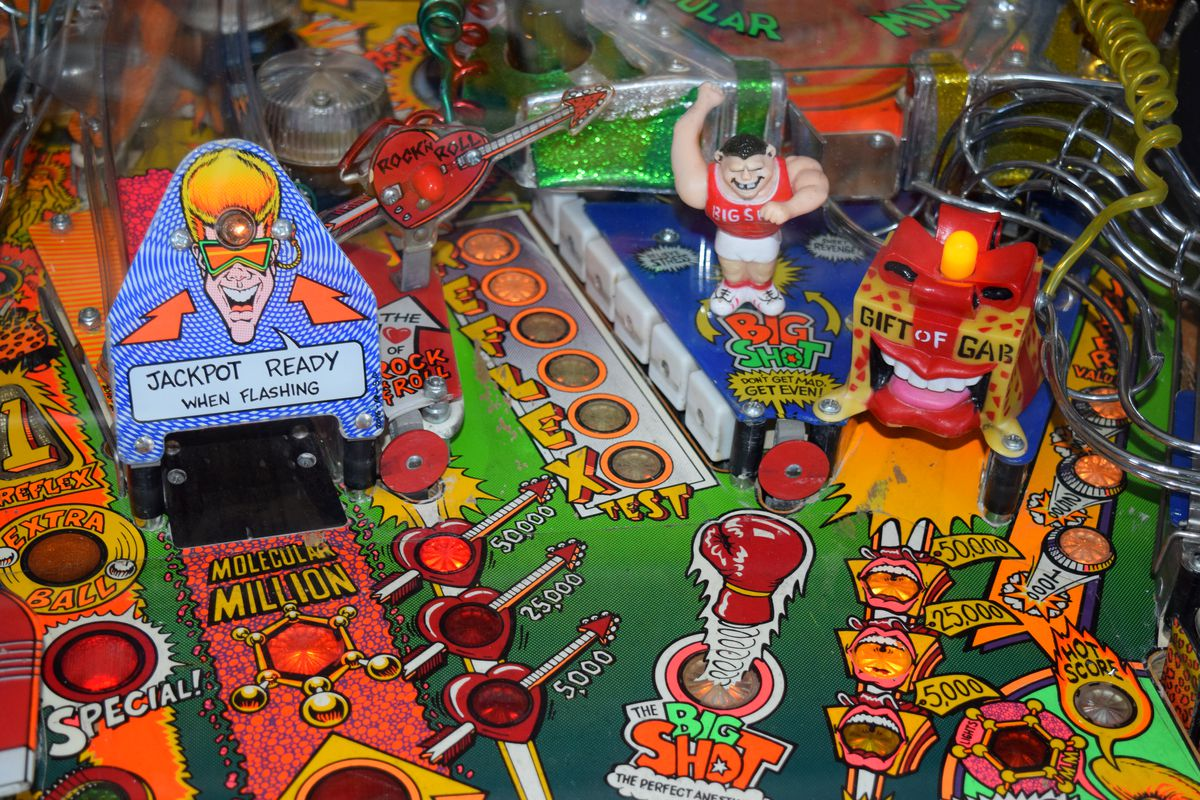 Clos-up photo of vintage pinball machine