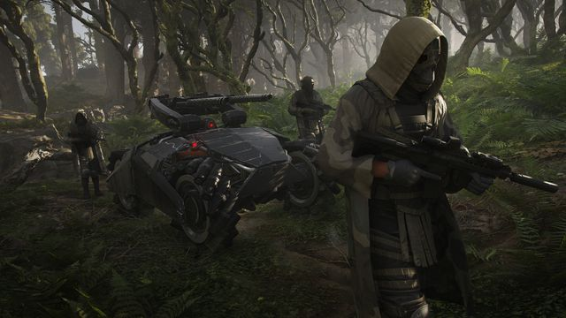 Ghost Recon: Breakpoint enemies walk through the forest with a robot tank behind them.