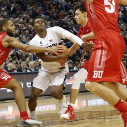 BU's Cedric Hankerson (21) tries to steal the ball from UConn's Alterique Gilbert (3).