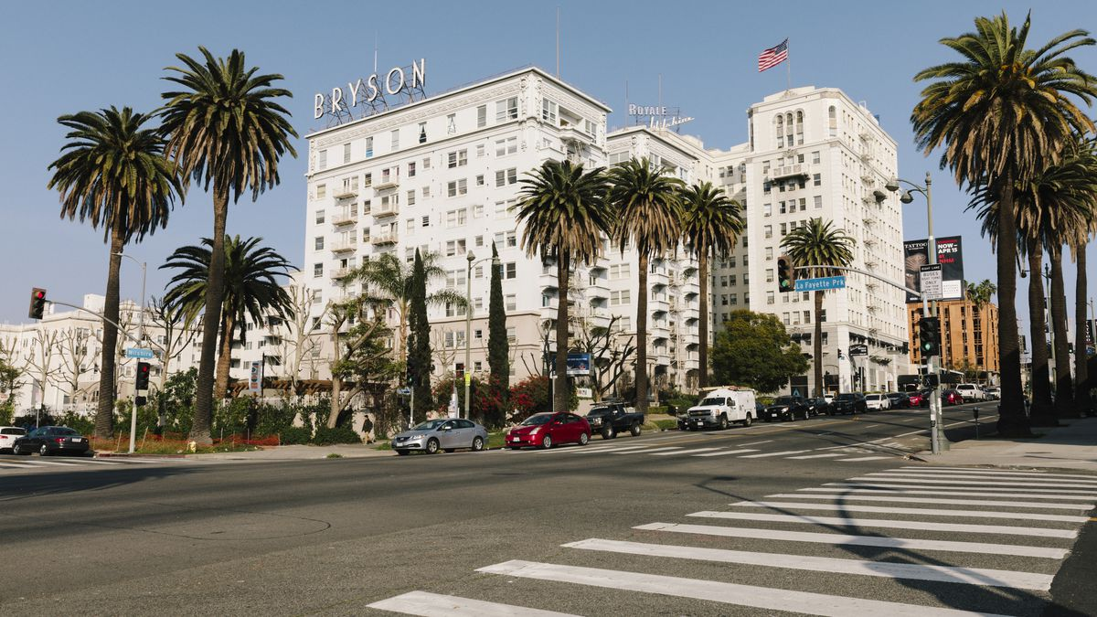 The wilshire boulevard apartments that became the symbol of la the gorgeous wilshire boulevard apartments that became the symbol of la noir buycottarizona Choice Image
