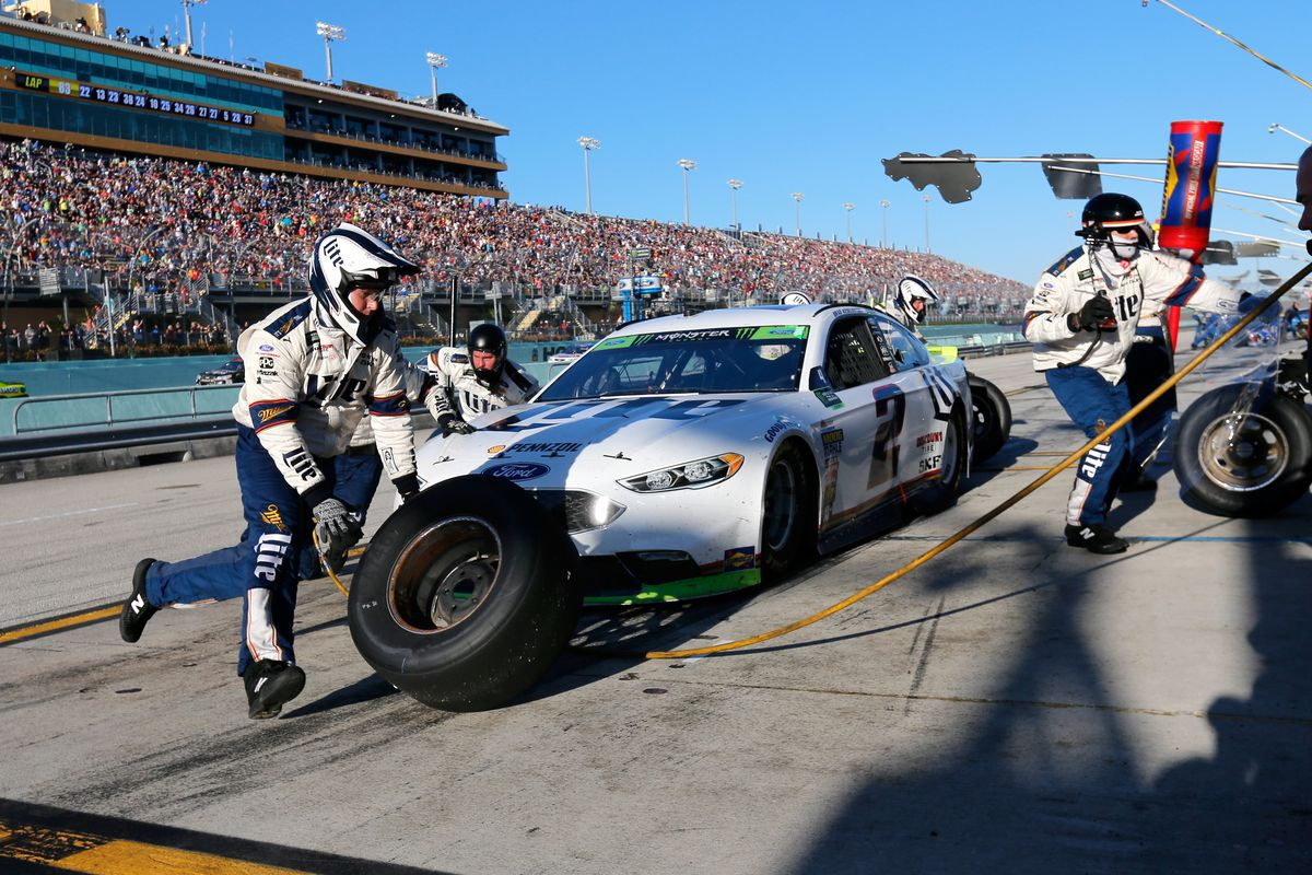Nascar Pit Stops Will Have A Different Look In 2018 Sbnation