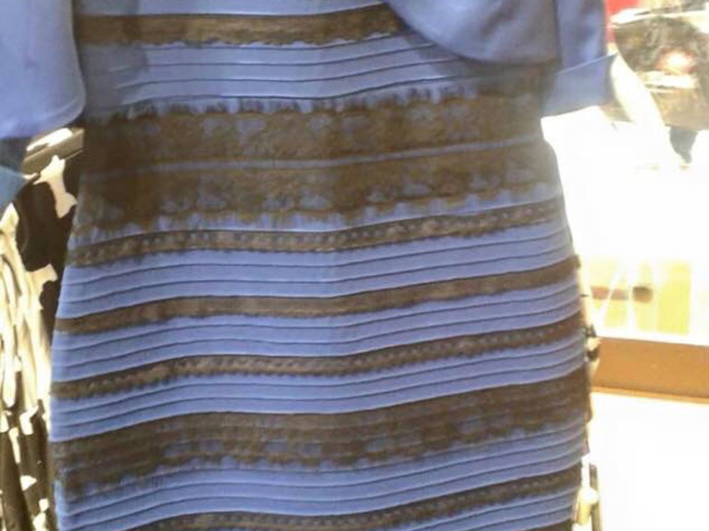 bb6ea82e2ed The science behind that absurd color-changing dress, explained - Vox