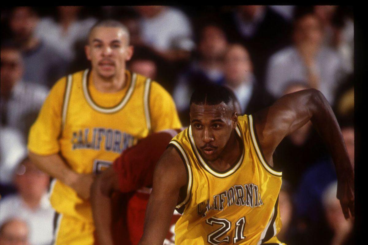 6 JAN 1994:  CALIFORNIA GOLDEN BEARS FORWARD LAMOND MURRAY DRIBBLES THE BALL DOWN COURT DURING A PAC