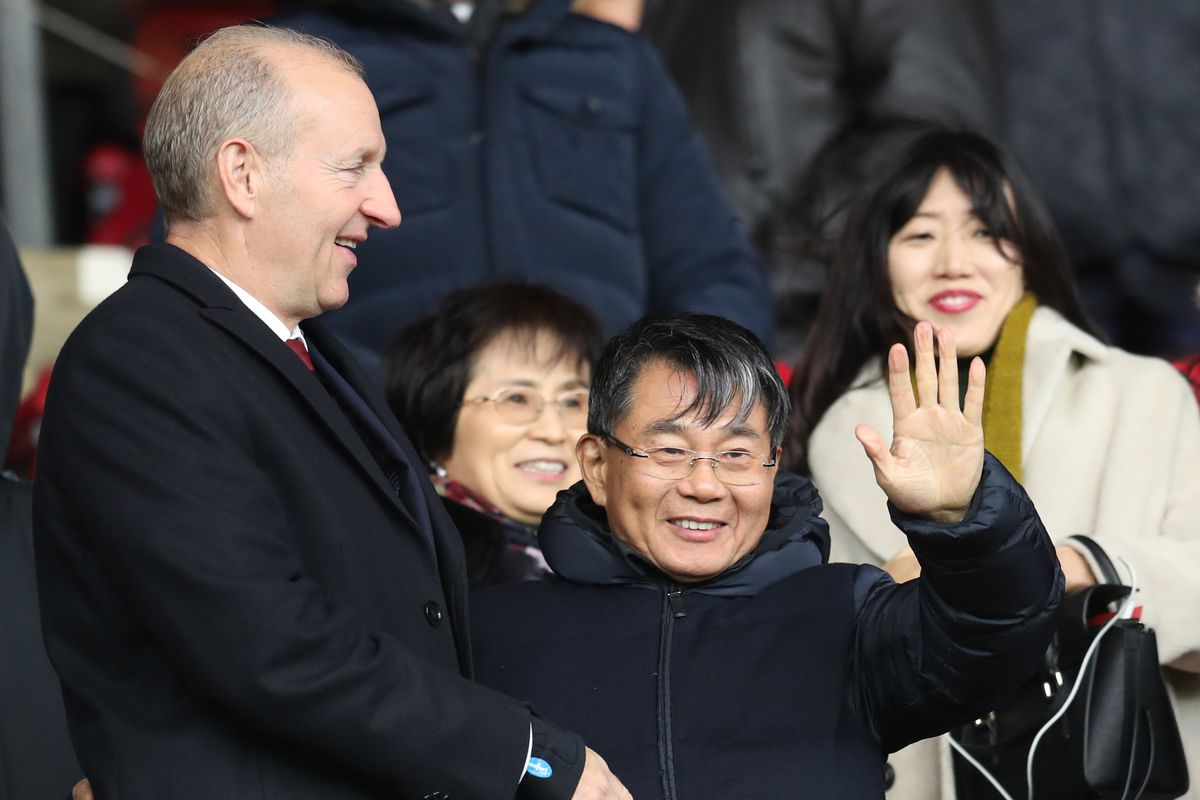 Ralph Krueger with Gao Jisheng, Southampton majority shareholder and owner.
