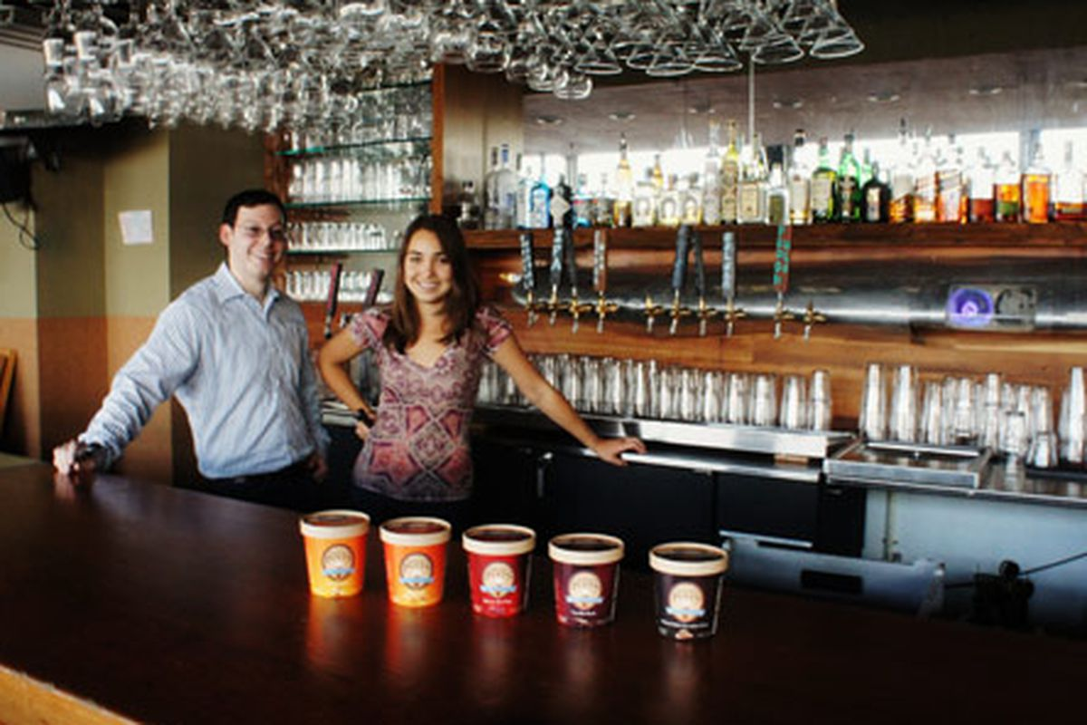 Frozen Pints founders Ari Fleischer and Aly Moler at 5 Seasons Brewing Co.