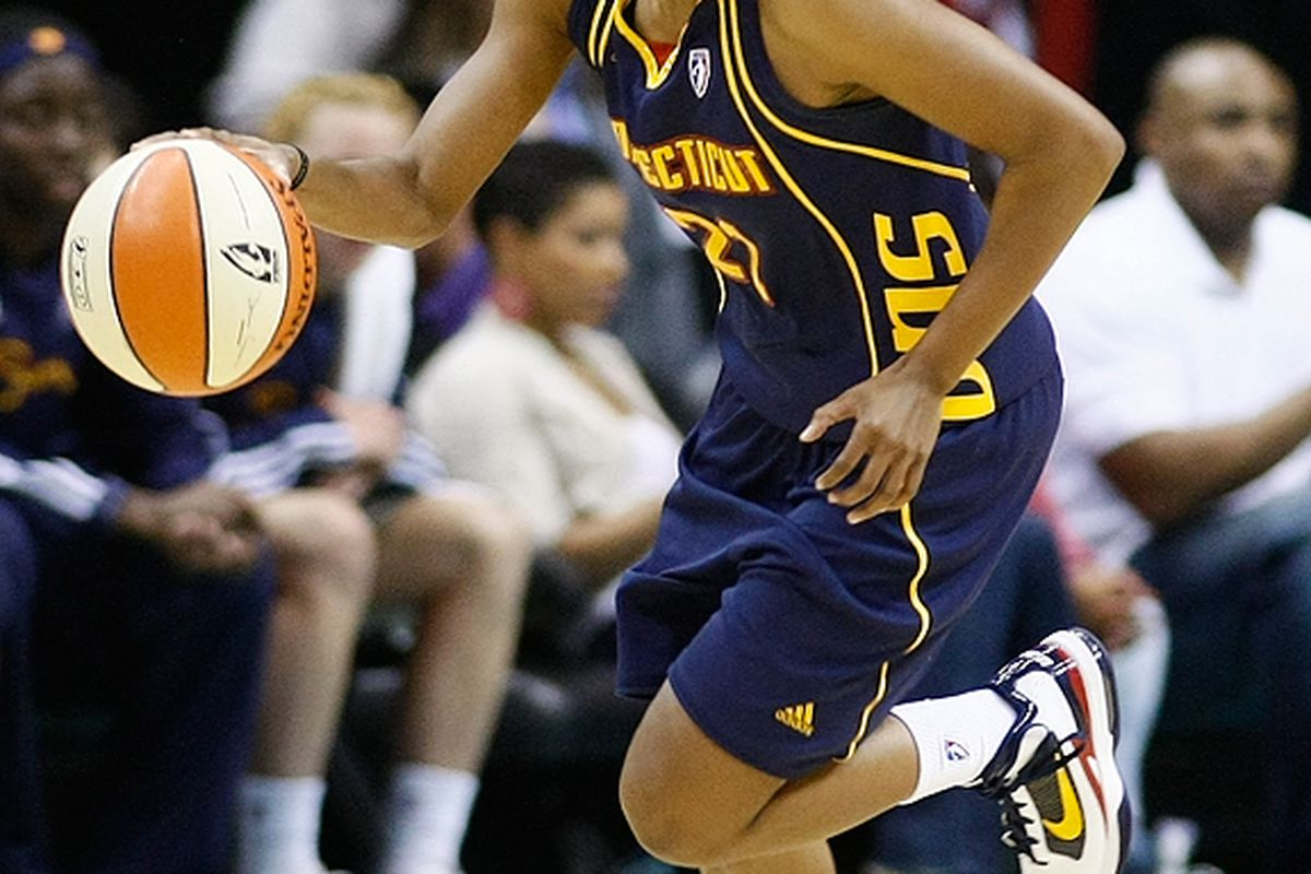 With the ball in Montgomery's hand, she took the game over in the 4th quarter to allow Connecticut to secure a 76-71 victory over Indiana. <em>Photo by Craig Bennett/112575 Media. </em>