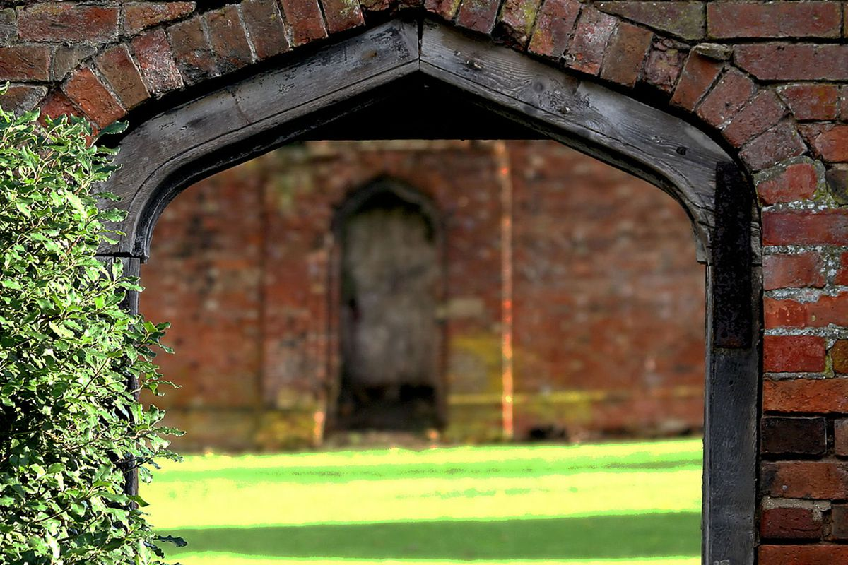 """<a href=""""http://www.flickr.com/photos/hawksanddoves/325231714/sizes/l/in/photostream/"""" target=""""new"""">walled garden from Flickr</a>"""