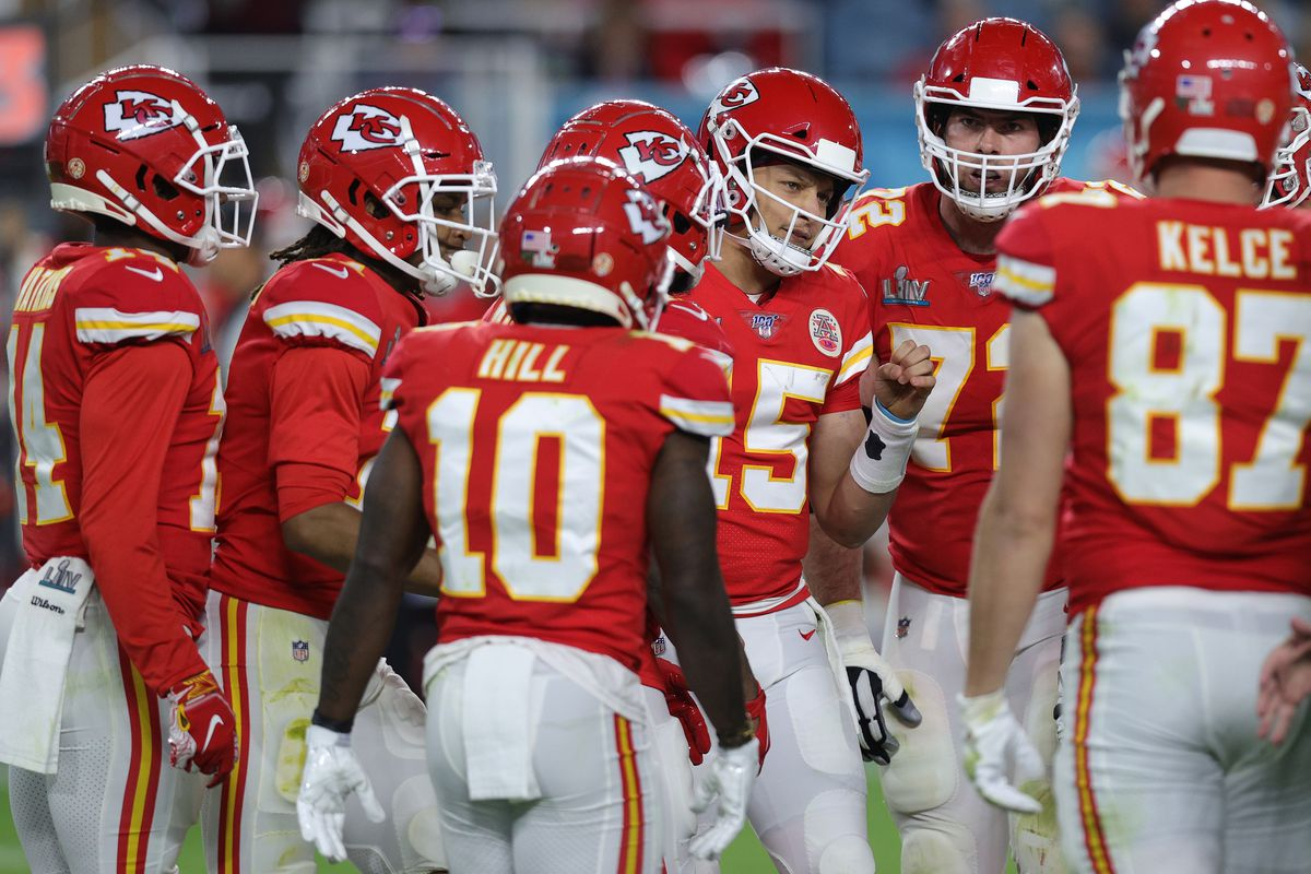 Patrick Mahomes #15 of the Kansas City Chiefs huddles with his team against the San Francisco 49ers during the third quarter in Super Bowl LIV at Hard Rock Stadium on February 02, 2020 in Miami, Florida.