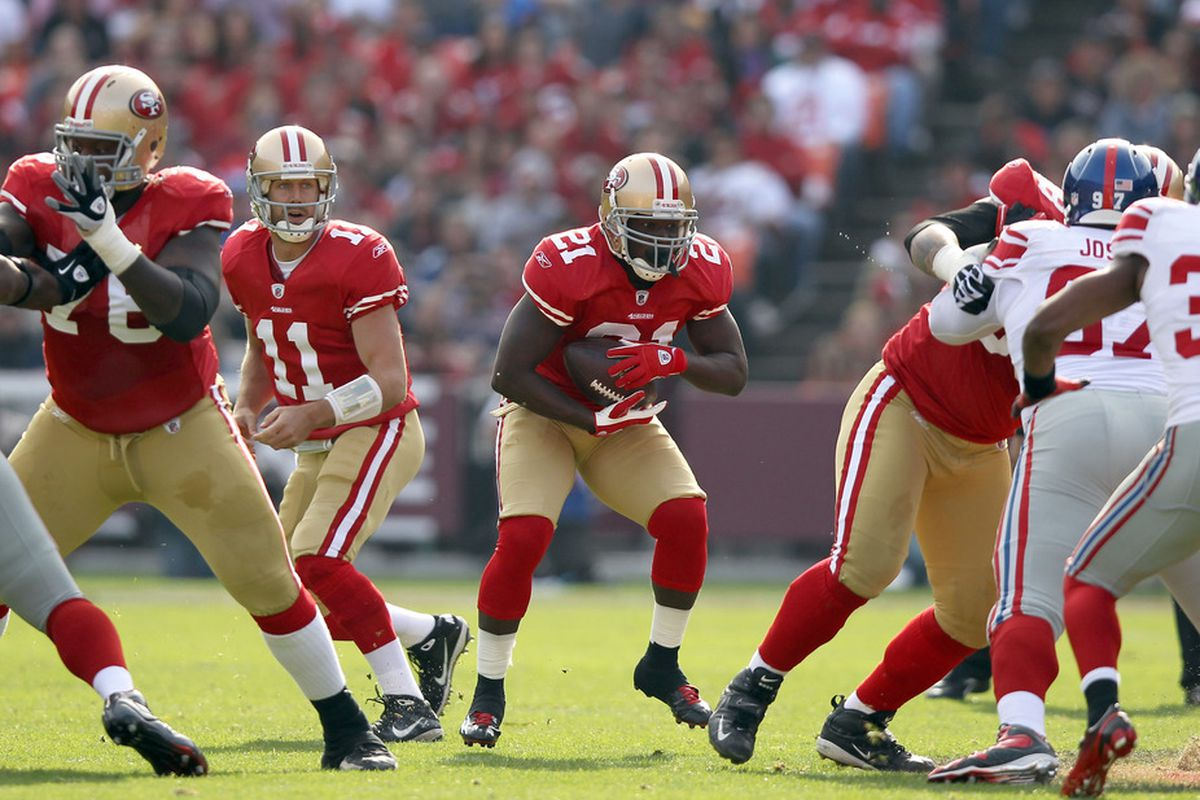 SAN FRANCISCO, CA - NOVEMBER 13:  Frank Gore #21 of the San Francisco 49ers runs with the ball against the New York Giants at Candlestick Park on November 13, 2011 in San Francisco, California.  (Photo by Ezra Shaw/Getty Images)