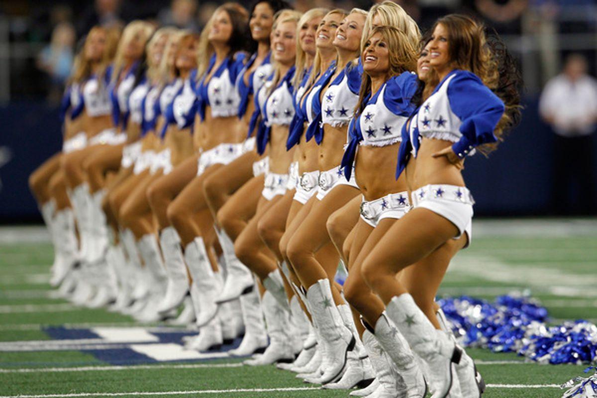 Totally gratuitous cheerleader pic.